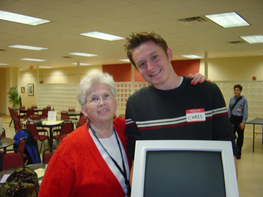students-donating-larger-monitors-to-the-visually-impaired