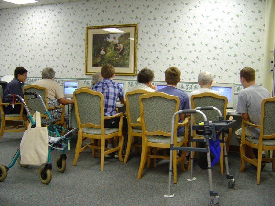 teaching-in-group-setting-allow-the-seniors-to-encourage-each-other
