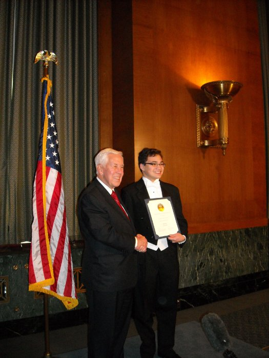 senator-lugar-presents-the-jefferson-award-for-public-service-to-net-literacy