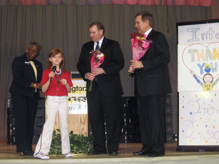 an-elementary-school-student-whose-school-received-a-50-pc-computer-lab-thanks-intel-together-with-the-mayor-of-indianapolis