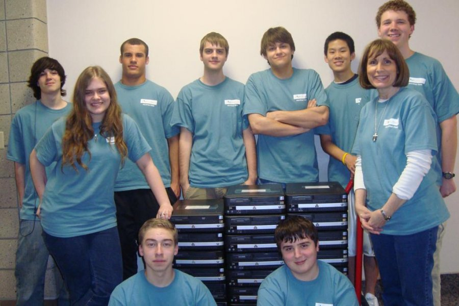 one-net-literacy-chapter-donates-500-computer-each-year-so-that-nonprofits-can-buld-computer-labs