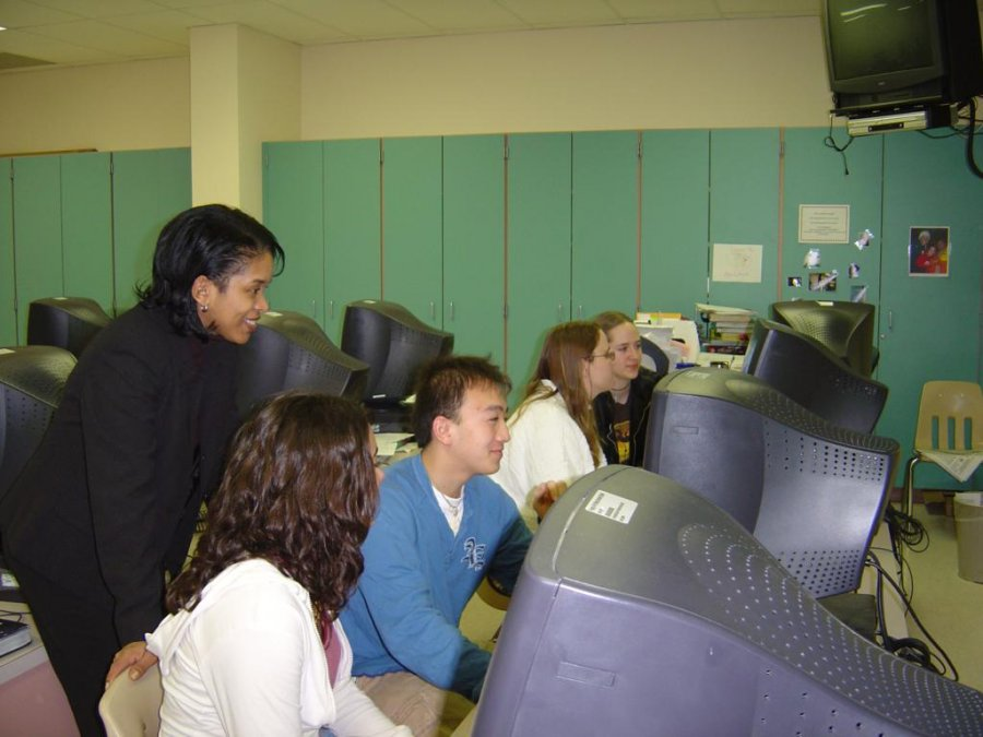 teaching-computer-skills-at-a-lab-in-fort-wayne